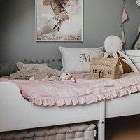 Już dziś wieczorem kolejne nowości w naszym sklepie 💫  Tymczasem zobaczcie jak pięknie prezentuje się nasza personalizowana poduszka ✨👌  Oczywiście nie może też zabraknąć pikowanego materacyka , kiedy potrzebujecie więcej przestrzeni , wystarczy wsunąć go pod łóżko ✨  •   More news in our store this evening 💫   In the meantime, see how beautiful our personalized pillow looks ✨👌   Of course, there is also a quilted mattress, when you need more space, just slide it under the bed ✨  #len #lino #linenlove #linenmattress #kidsroom #kidsspace #kidsinteriors #pokojdziecka #pokojdziewczynki #pokojchlopca #homdecor #futon #kidsroomdecor #kidsroomdesign #homedesigns# pouf #puf #pufa #linenpouf #poduszka #pillow #monogram #personalizowane