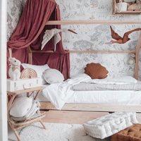 Dzień Dobry Kochani 💫  Czy to wnętrze zachwyca Was tak samo jak nas ? 🤍  Pufy i bociany znajdziecie w naszym sklepie online, a klientów mieszkających we Francji zapraszamy do @petitbison_boutique 💫  #kidsroom #kidsspace #kidsinterior #pokojdziecka #pokojdziewczynki #pokojchlopca #decor #decoration #kidsroomdesign