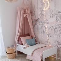 Czy taki pokój to marzenie każdej dziewczynki ?   Wydaje nam się , że tak 🕊  •   Is such a room a dream of every little girl?   We think so 🕊  • łóżko / bed - @woodiessafedreams  • lampa / lamp - @jk_joannakrol  • dywan / rug - @belbambino.eu  • tapeta / wallpaper - @malumi.pl  • moon led - @zana_by_mama   📷 by @dreamitdoit.pl   #kidsroomdesign #kidsroom #kidsroomdecor #pokojdziecka #pokojdziewczynki #pokojchlopca #kidsspace #kidsinterior #baldachim #conopy #len #lino #linenlove #bedsheets #bedspread #poduszkidekoracyjne #lnianaposciel #linenpillow