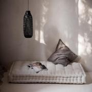 Idealna strefa relaksu, prawda ? ... ☕️  Dobrego dnia Kochani 🍂  •   Perfect relaxation zone, right? ... ☕️   Good day Dear 🍂  #minimalism #minimalinterior #len #lino #livingroom #bedroomdesign #homedecor #futon #linenfuton #linenmattress #frenchmattress